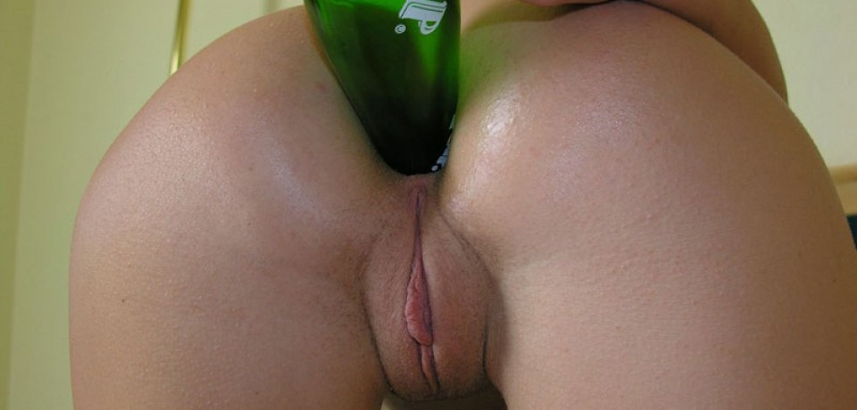 Amateur Girl Bottle in the Ass
